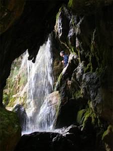 Водопад мертвой и живой воды