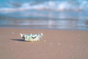 Доллар и море